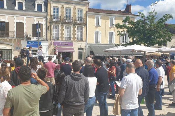 Le rassemblement a mobilisé une cinquantaine de personnes à Mont-de-Marsan.