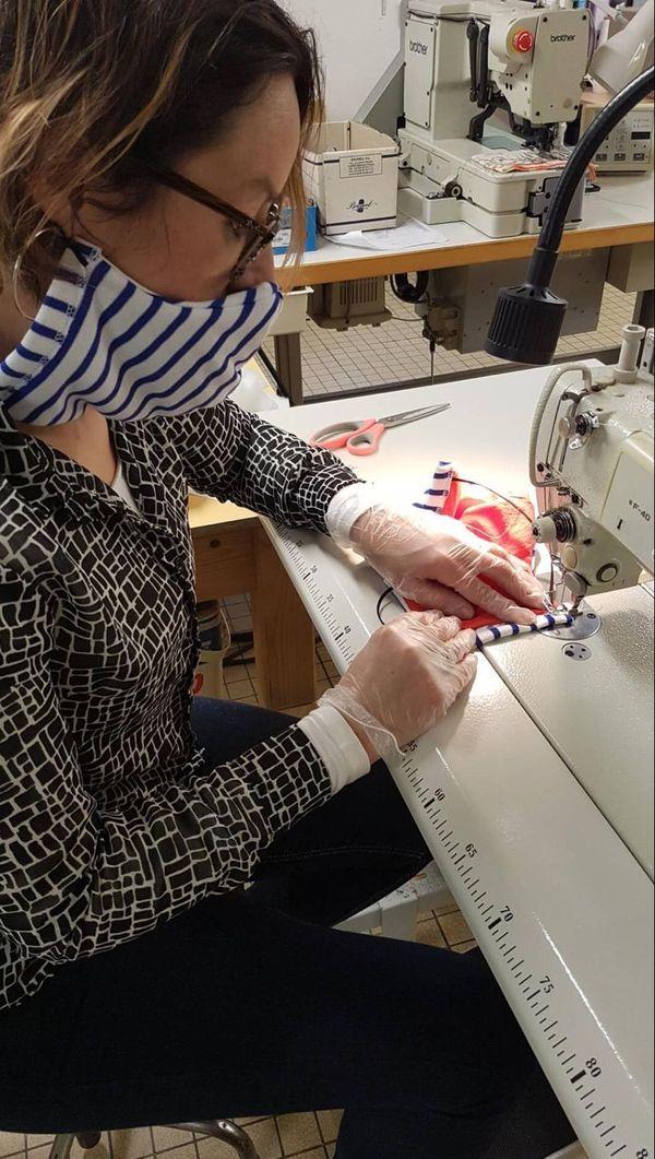 Les masques à base de coton et de molleton ne sont pas homologués mais le but est de pallier au manque.