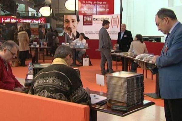 Dans le cadre des Mémoriales, un salon du livre réunit près d'une cinquantaine d'auteurs