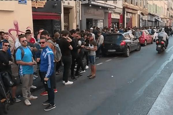 Plusieurs centaines de supporteurs de l'OM attendaient ce matin devant le local des MTP pour acheter un billet pour la finale de la Ligue Europa