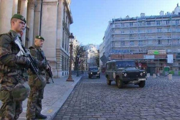 En Ile-de-France, le plan Vigipirate est maintenu à son niveau le plus élevé, le niveau alerte attentats.