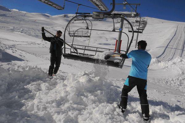 Remontées mécaniques à la station de ski Superbagnères dans les Pyrénées