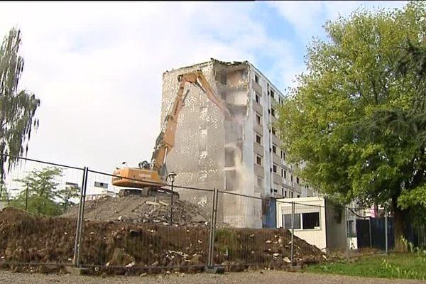 Démolition d'un immeuble de la Petite Hollande à Montbéliard