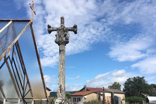 Voici la croix classée qui pose problème.
