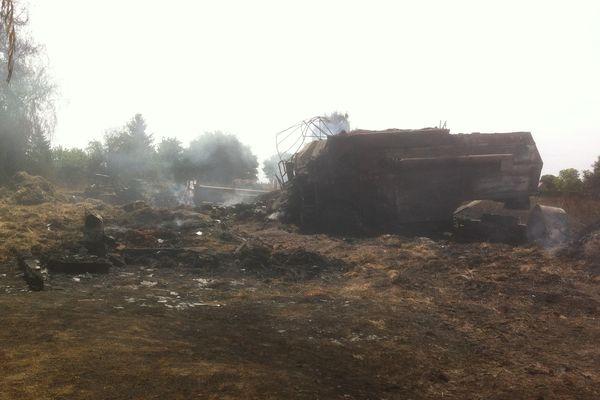 A Danzé (Loir-et-Cher), 40 hectares et une grange ont brûlé.