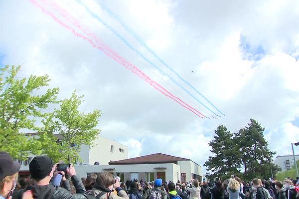 Les huit avions ont survolé Chenôve et le collège du Chapitre peu après 10h ce mardi 25 mai.