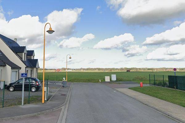 C'est dans ce champ de Marck dans le Pas-de-Calais qu'une bombe britannique dit être déminée.
