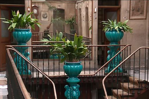 Magnifiquement bien conservé, le balcon du 1er étage des bains