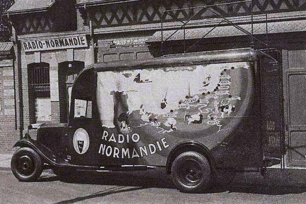 1935 : le camion de reportage et de direct de Radio Normandie