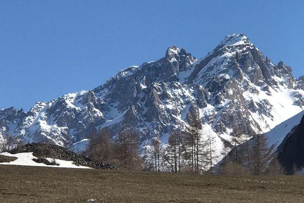 Le Galibier trône aux confins de la vallée de Valloire.