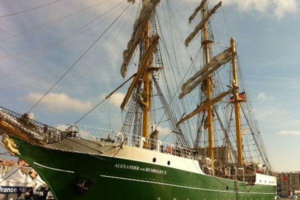 Le Alexander Von Humboldt II vient d'amarrer ce jeudi après-midi en rade de Toulon