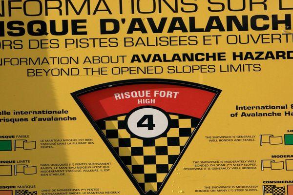 Illustration : le risque fort d'avalanches, niveau 4 sur 5 sur deux massifs des Hautes-Alpes.
