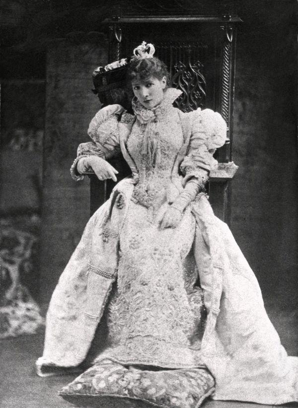 Sarah Bernhardt à la Comédie Française en 1878 aimait faire étape au Havre avant ses traversées vers l'Amérique