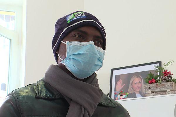 Nice, le 3 février 2021 - Moussa Ndieng, cuisinier du restaurant niçois 'le Poppies' rencontre son avocate pour la 3ème fois après sa garde à vue le 27 janvier.
