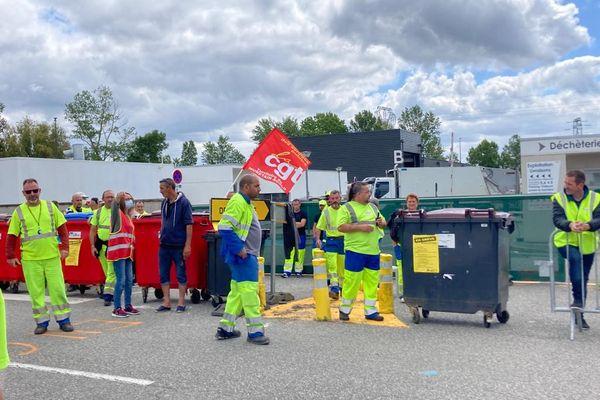 Muret - les agents de l'agglomération se sont mobilisé. Ici, ils ont bloqué la déchetterie de Roques-sur-Garonne. 30 juin 2021.