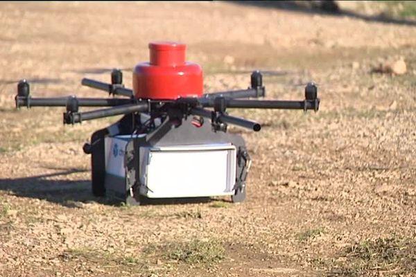 Des drones comme celui-ci peuvent déjà livrer des colis.