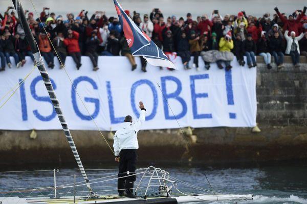 Passage du chenal, Fabrice Amedeo au départ du Vendée Globe le 6 décembre 2016