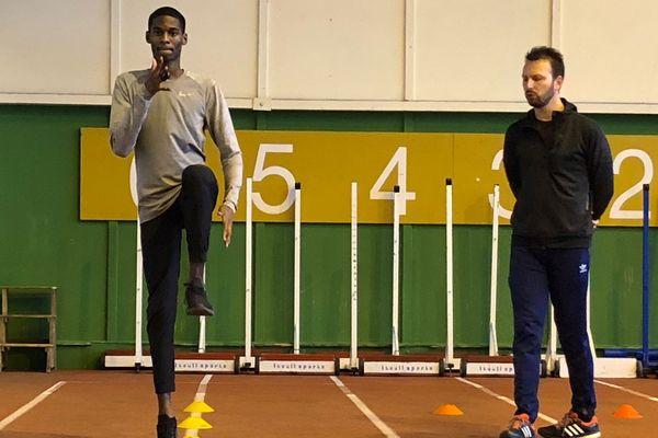 Juste Mathé, l'un des meilleurs juniors du monde sur 110 mètres haie, à l'entraînement au CREPS de Poitiers.