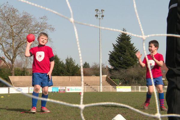 Le partage de terrain, c'est aussi, pour les jeunes licenciés, l'occasion de découvrir un autre sport