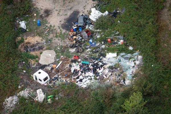 Une vue aérienne des déchets accumulés sur le site de Carrières-sous-Poissy dans les Yvelines en août 2019.