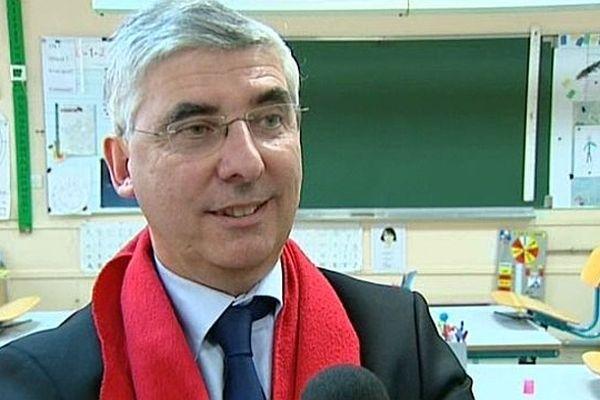 Gaëtan Gorce dans une école de La Charité-sur-Loire en mars 2012