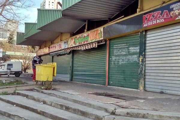 L'épicerie fermée, boulevard Bouge dans le 15e arrondissement de Marseille.