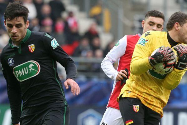 Jean-Louis Leca (à droite) parmi les cinq finalistes pour le titre de meilleur gardien de L2.
