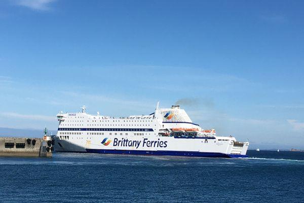 Dernier bateau à quitter le port de Roscoff vendredi avant la quatorzaine, l'Armorique part pour Plymouth.