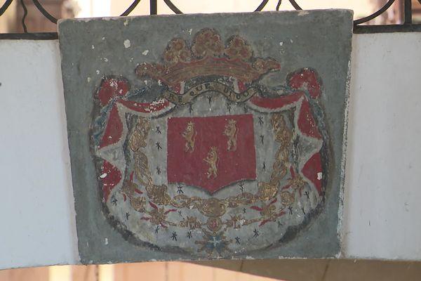 Le blason des Talleyrand-Périgord avec sa devise en périgourdin.