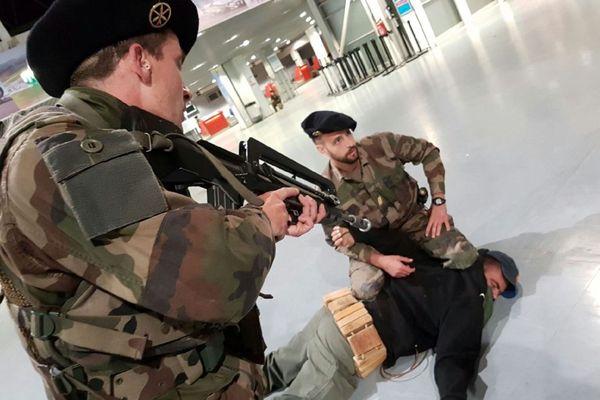 Simulation d'une attaque terroriste à l'aéroport de Saint-Geoirs