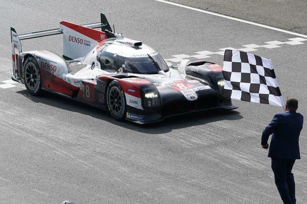 Cette année=, les 24 heures du Mans auto auront lieu non pas en juin mais en août.