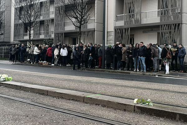 La famille et les amis de Skander sont venus lui rendre hommage sur l'Avenue de Laon à Reims.