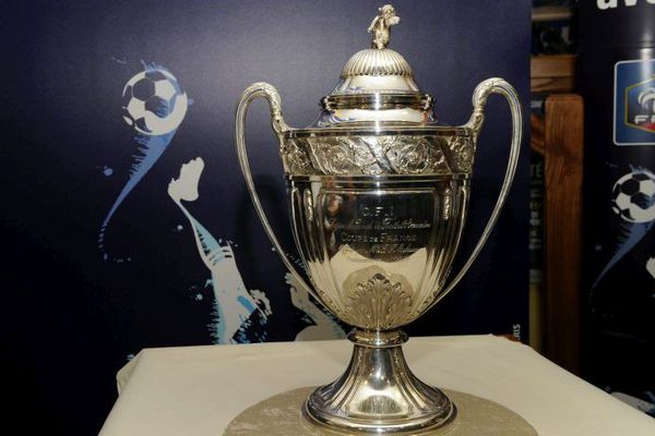 Le  trophée de la Coupe de France de football
