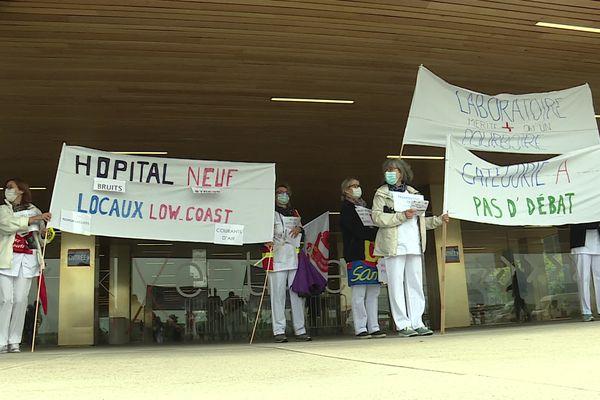 Les techniciens de laboratoires manifestaient devant l'hôpital Nord Franche-Comté ce matin