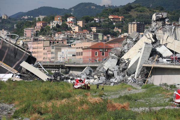 L'effondrement du viaduc de l'A10 a Gênes a fait au moins 30 morts.