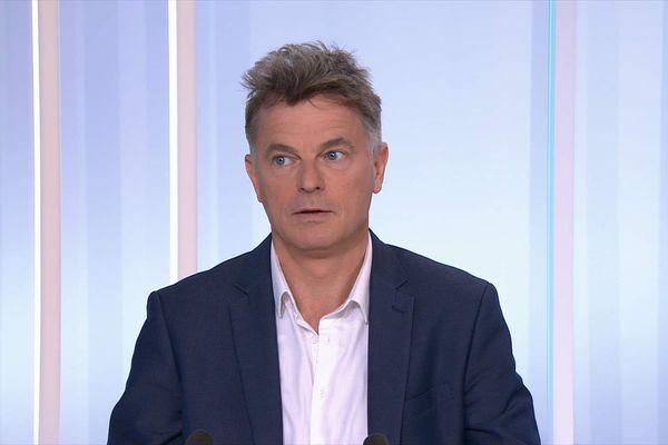 Fabien Roussel sur le plateau de Dimanche en politique