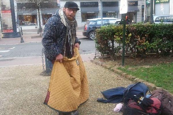 Plus de 200 sacs à dos auront été distribués à Toulouse