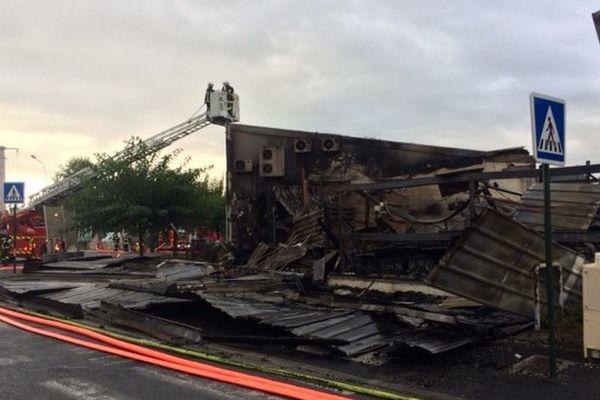 Le feu a détruit 500 m2