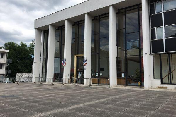 Le tribunal de Charleville-Mézières, le 7 juin 2021, où est jugé l'ex-numéro 2 de la police ardennaise