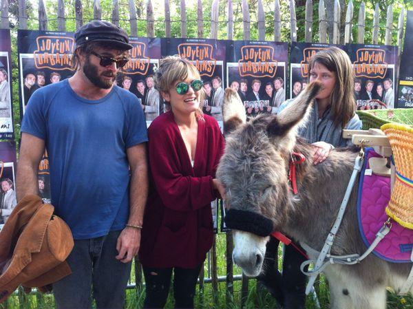 Angus&Julia Stone avec l'âne Pistache au Printemps de Bourges.