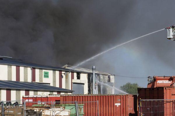 18 mai 2020 : incendie dans un hangar de l'entreprise Ponticelli à Lillebonne (Seine-Maritime)