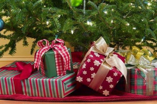 Les Français prévoient de dépenser 531 euros pour Noël en 2013, soit un budget en baisse de 0,9% par rapport à 2012.
