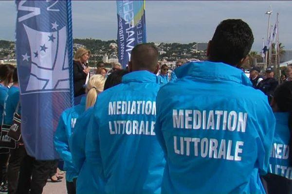 44 médiateurs sociaux quittent les plages de Marseille pour être redéployés sur les écoles primaires de la ville.