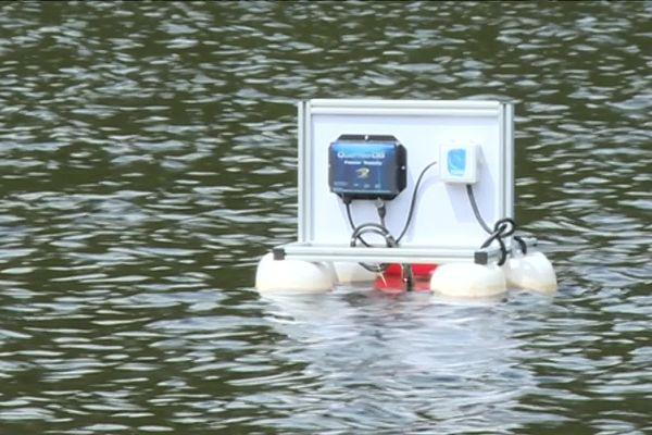 Six émetteurs de ce type ont installés dans la rivière Creuse pour une phase de tests.
