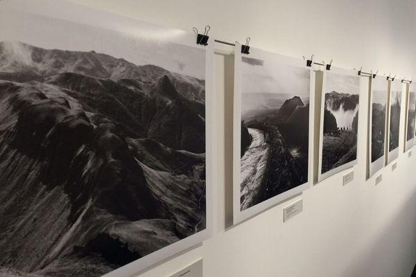 A l'occasion des 20 ans de la disparition d'Albert Monnier, le Museum des volcans d'Aurillac rend hommage au photographe auvergnat, rendu célèbre par ses cartes postales artistiques en noir et blanc de Paris. Jusqu'en janvier 2019, une exposition « Empreintes et Paysages » lui est consacrée.