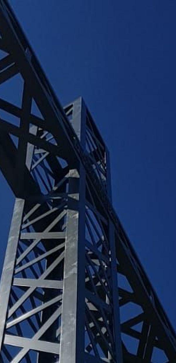 La croix du Pic Saint-Loup est désormais entourée d'inox pour prévenir tout acte de vandalisme.