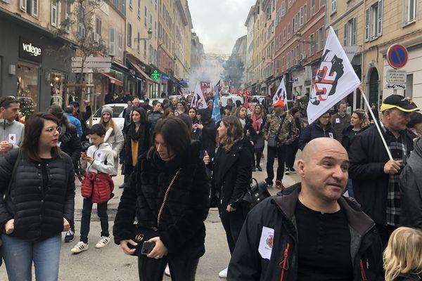 Plus de 1.000 personnes ont défilé dans les rues de Bastia contre la réforme des retraites voulue par le gouvernement.