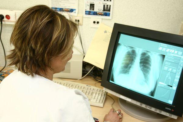 78% des plus de 65 ans sont prêts à échanger virtuellement avec leur médecin contre 75% des 25-34 ans