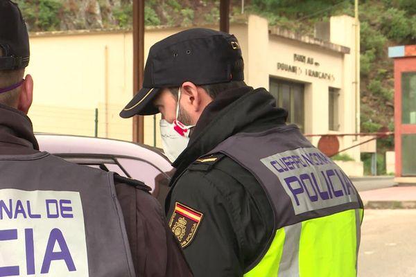 Frontière France-Espagne - les policiers espagnols masqués - mars 2020.