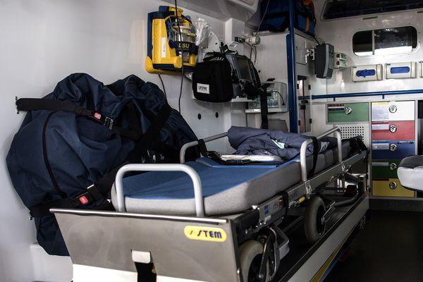 """""""Les ambulanciers, nous sommes ceux qui, avec les pompiers, prenons en charge dans nos ambulances de secours et soins d'urgence, tous les cas de suspicion de covid-19, pour les faire hospitaliser aux urgences."""" (Un ambulancier breton)"""